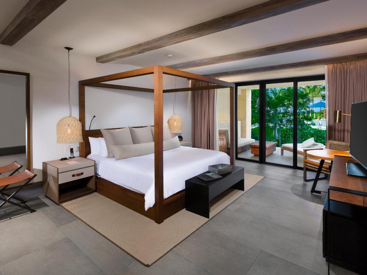Unico Estancia Suite Tropical view