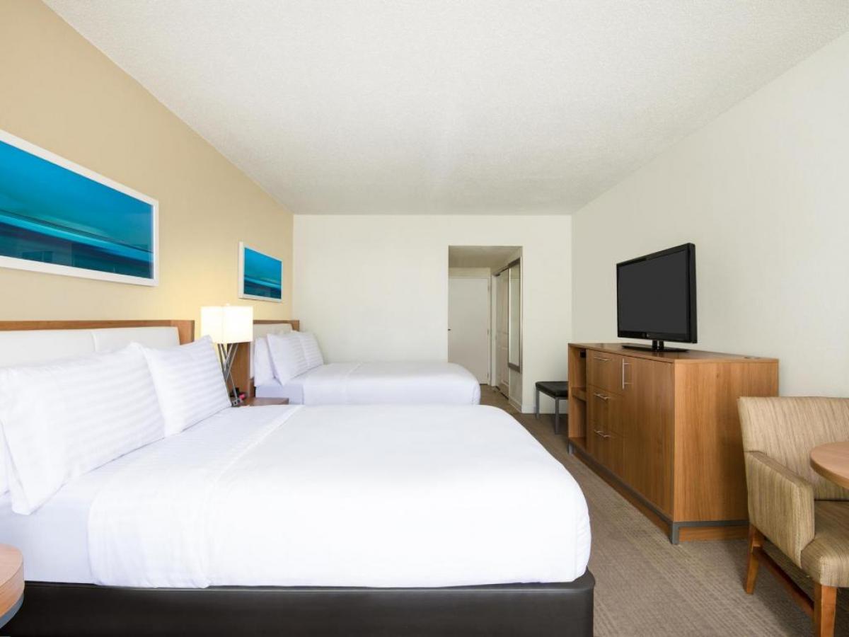 Holiday Inn Aruba Guest Room