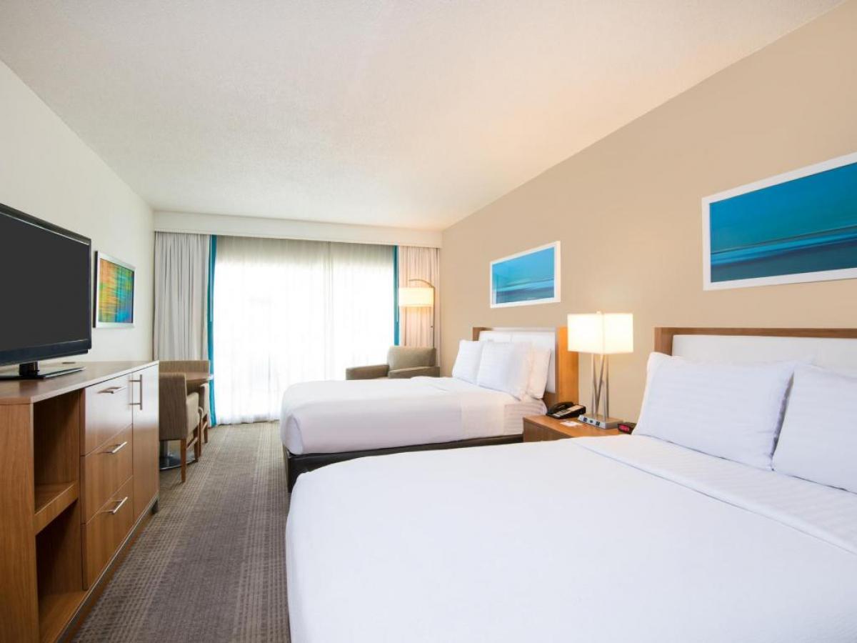 Holiday Inn Aruba Guest Room jpg