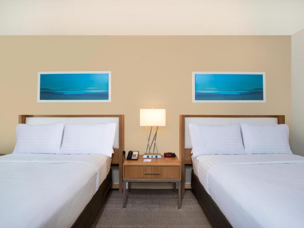 HolidayInn Aruba Guest Room
