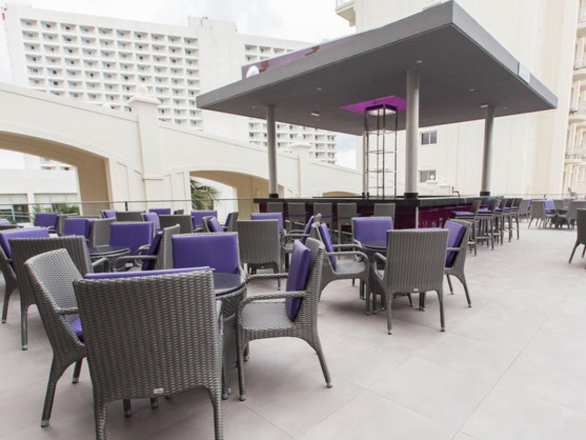 Riu Palace Aruba - Barry's Bar