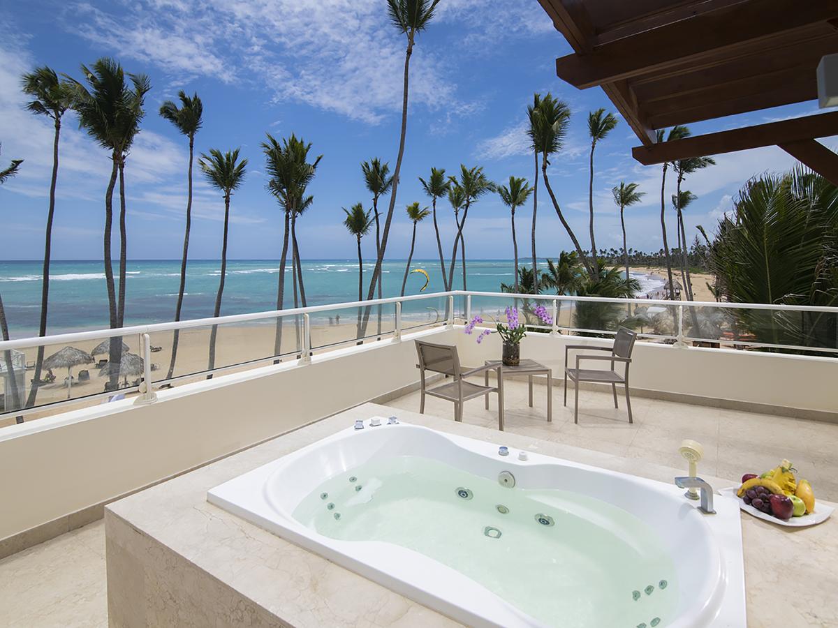 Punta Cana Breathless  JrSuite XhaleClub Mastesuite Oceanfront terrace