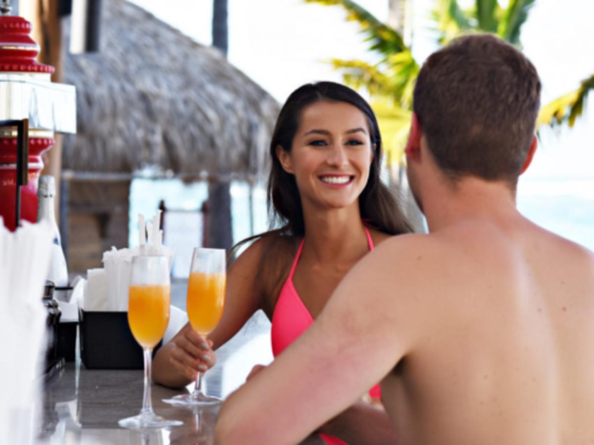 Hideaway Royalton Punta Cana - Beach Bar