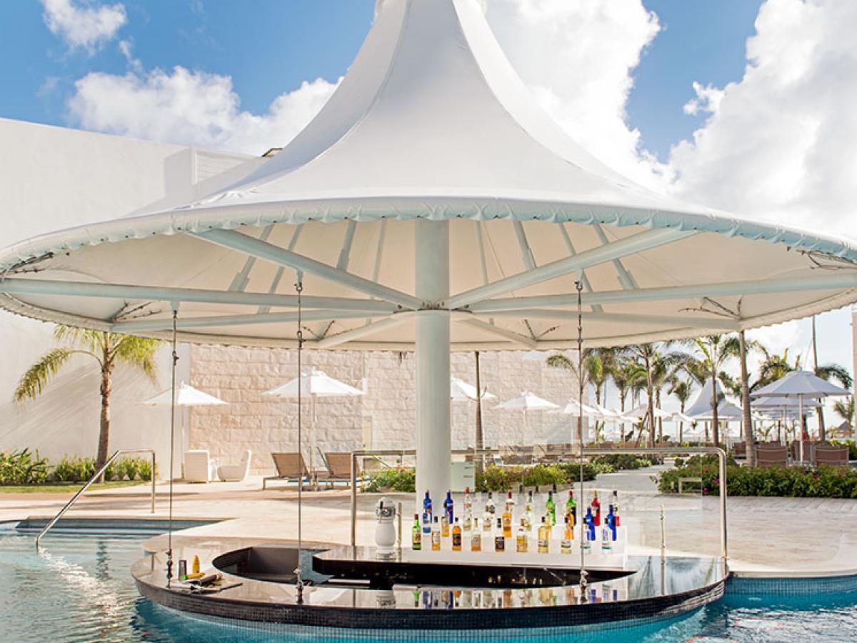 Sensatori  Punta Cana - Mangos Swim Up Bar