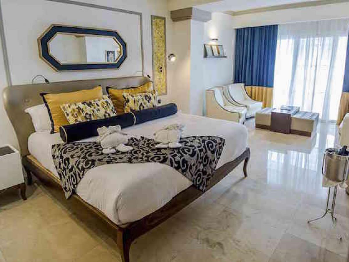 Grand Palladium Lady Hamilton Resort & Spa Montego Bay Jamaica - Junior Suite