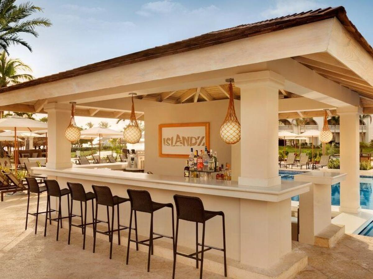 Hyatt Zilara Rose Hall Montego Bay Jamaica - Islandz Swim Up Bar