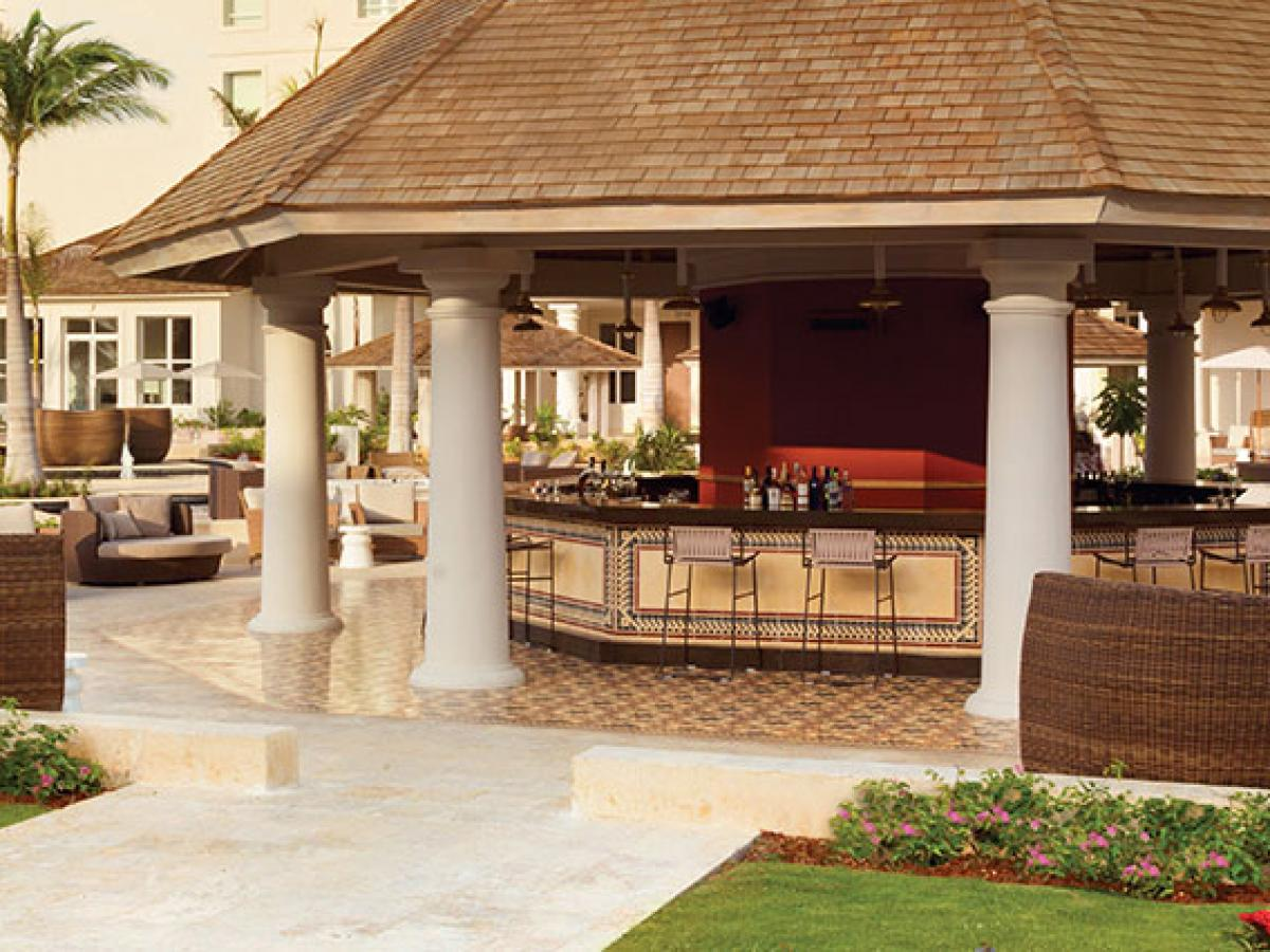 Hyatt Ziva Rose Hall Montego Bay Jamaica - Shakerz Outdoor Bar