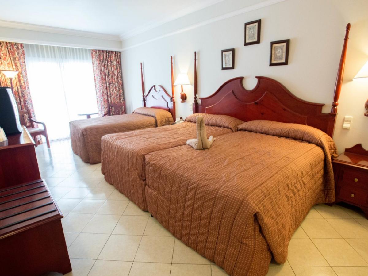 Riu MontegoBay family room