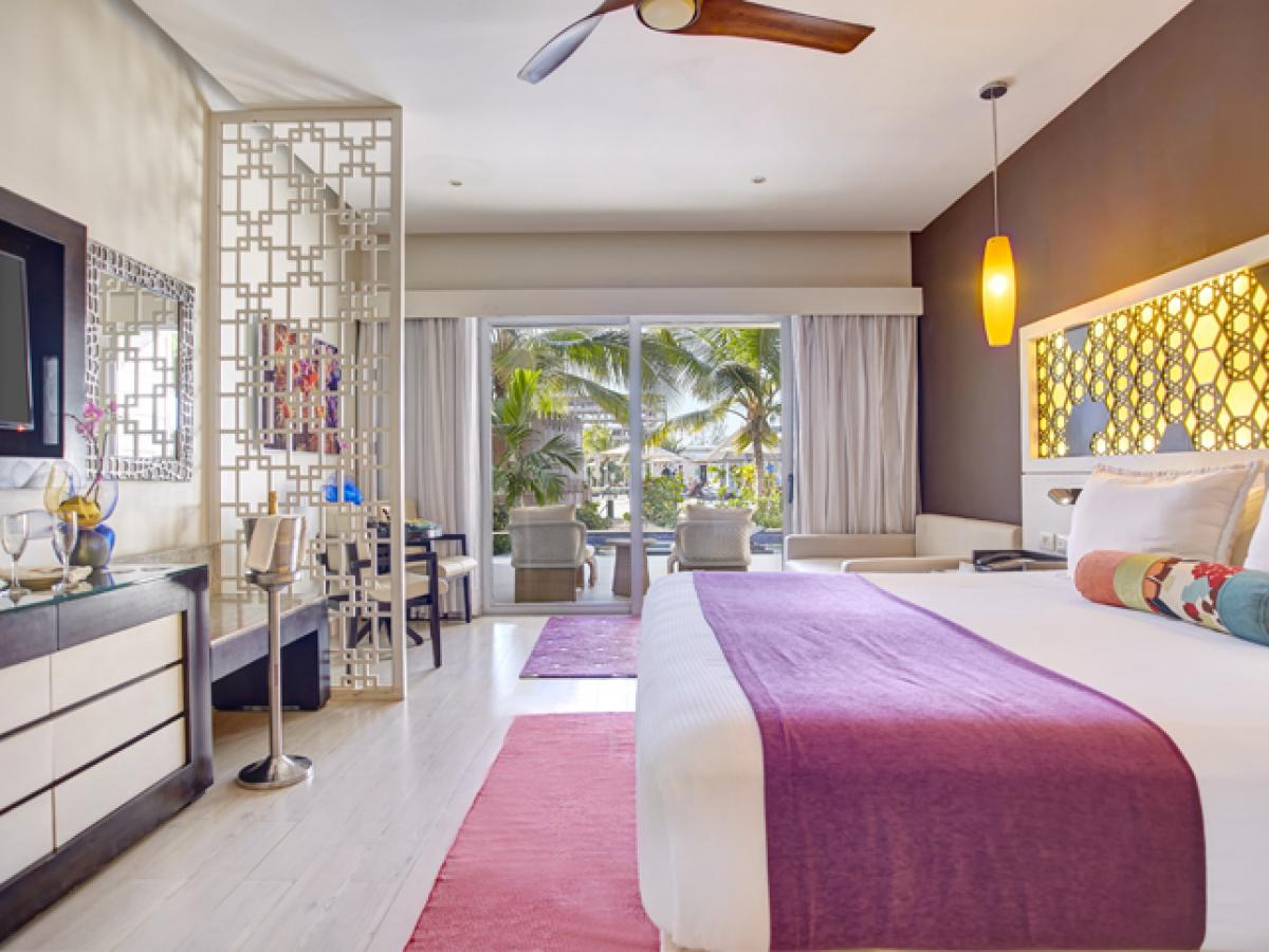 Royalton White Sands Montego Bay Jamaica - Honeymoon Swim Out Su
