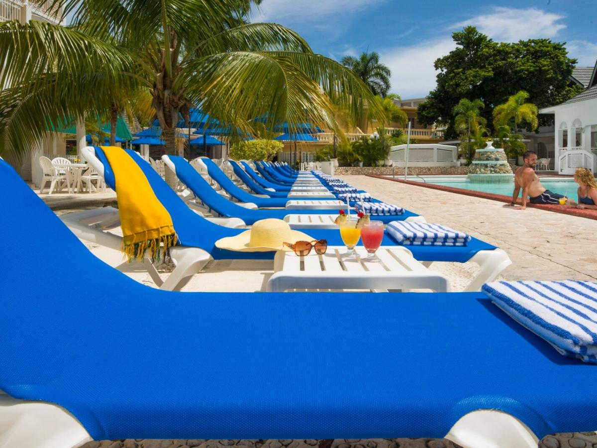 SeaGarden Beach Resort Jamaica - Poolside