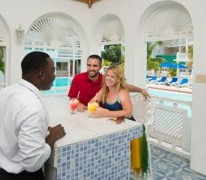 SeaGarden Beach Resort Jamaica - Pool Bar
