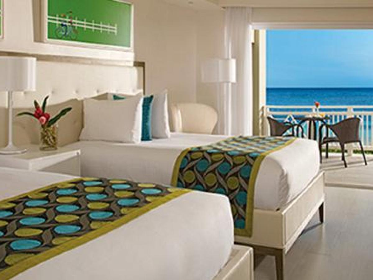 Sunscape Montego Bay Jamaica - Sun Club Deluxe Beach Front