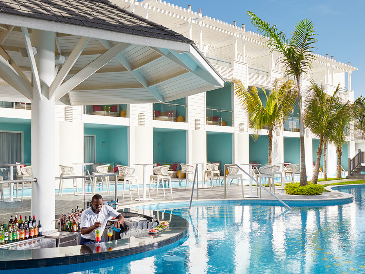 Premium Couple Ocean View Swim Up Suite Adults Only