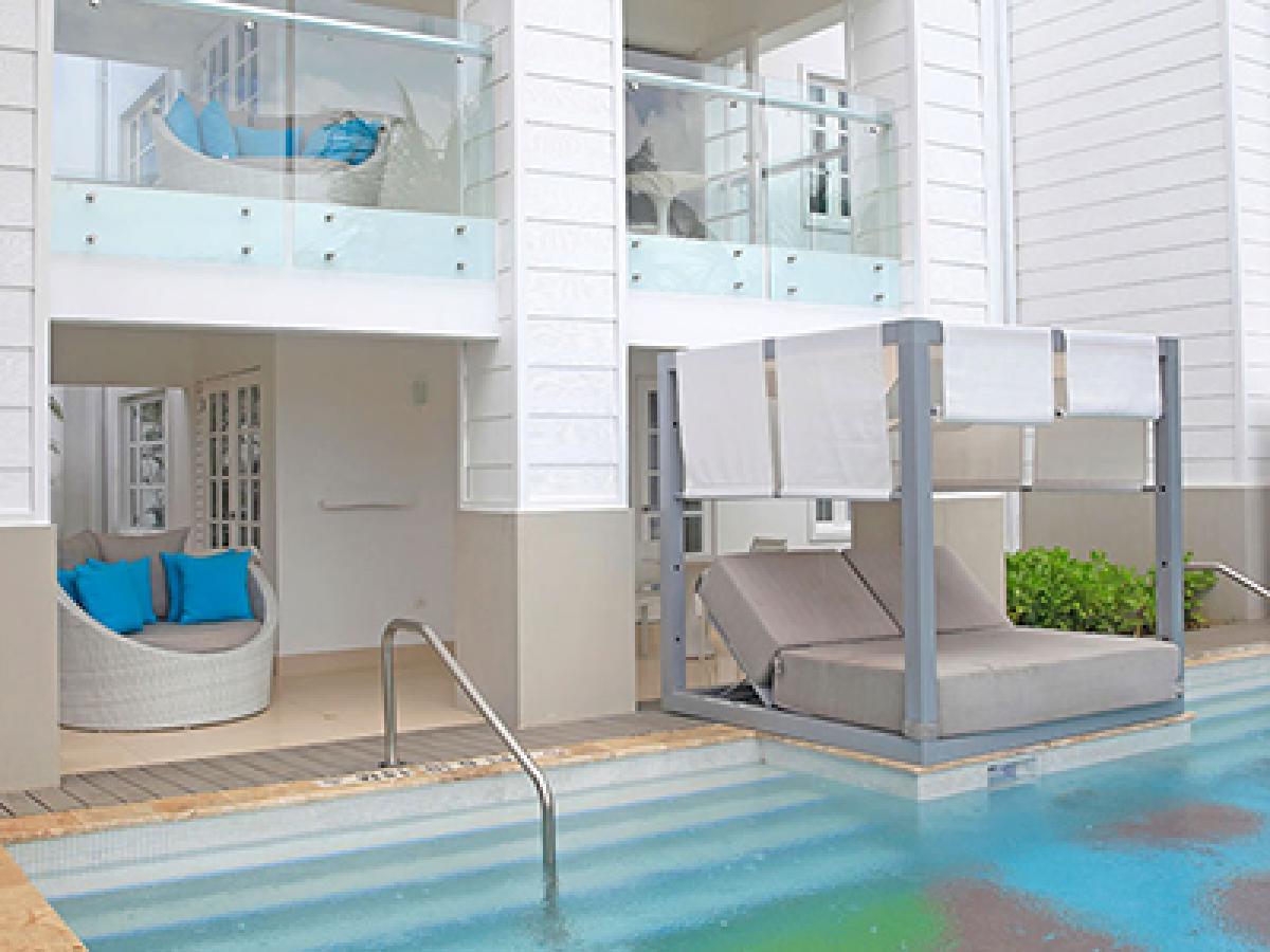 Azul Sensatori Jamaica - Beachfront Honeymoon Swim Up Suite