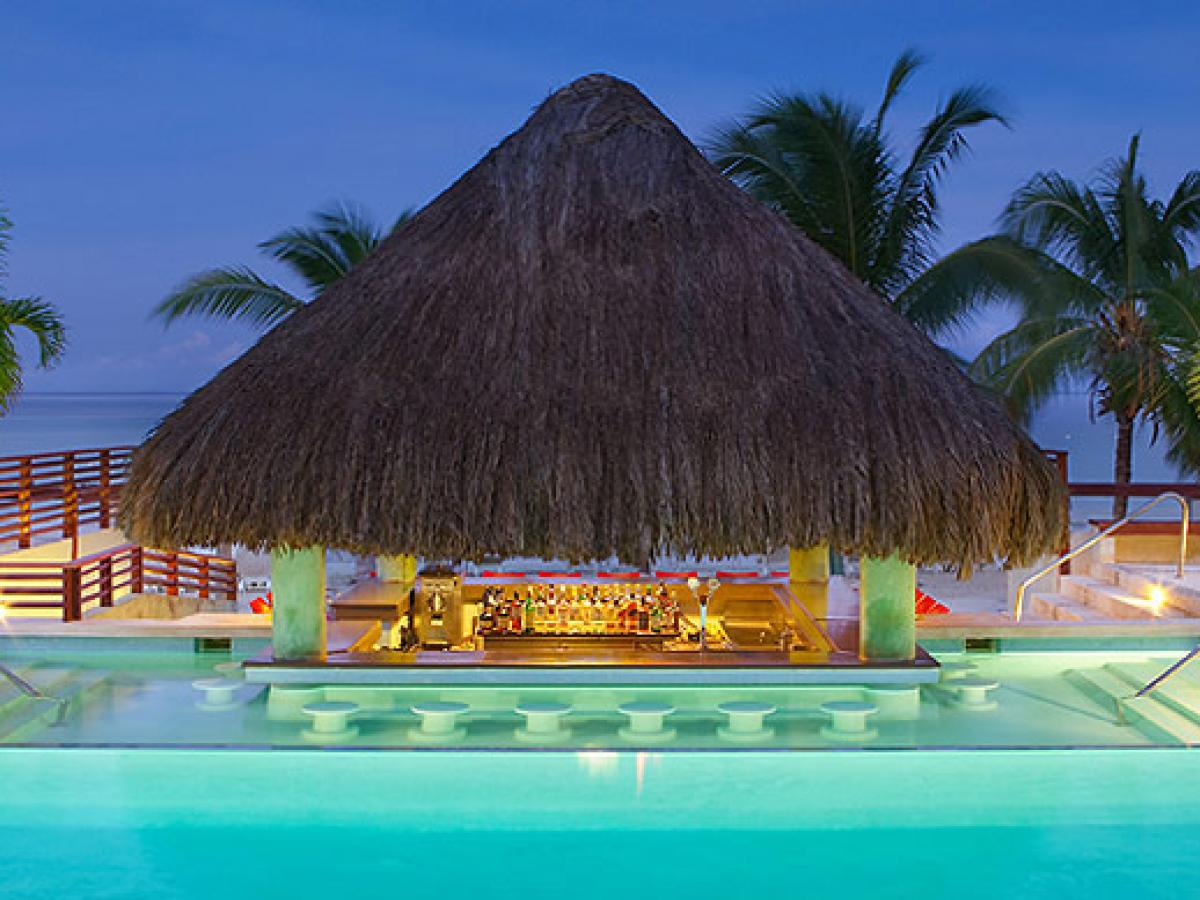 Couples Negril Jamaica - Swim Up Pool Bar