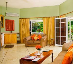 Rondel Village Negril Jamaica - Beachfront One Bedroom Villa Living Room
