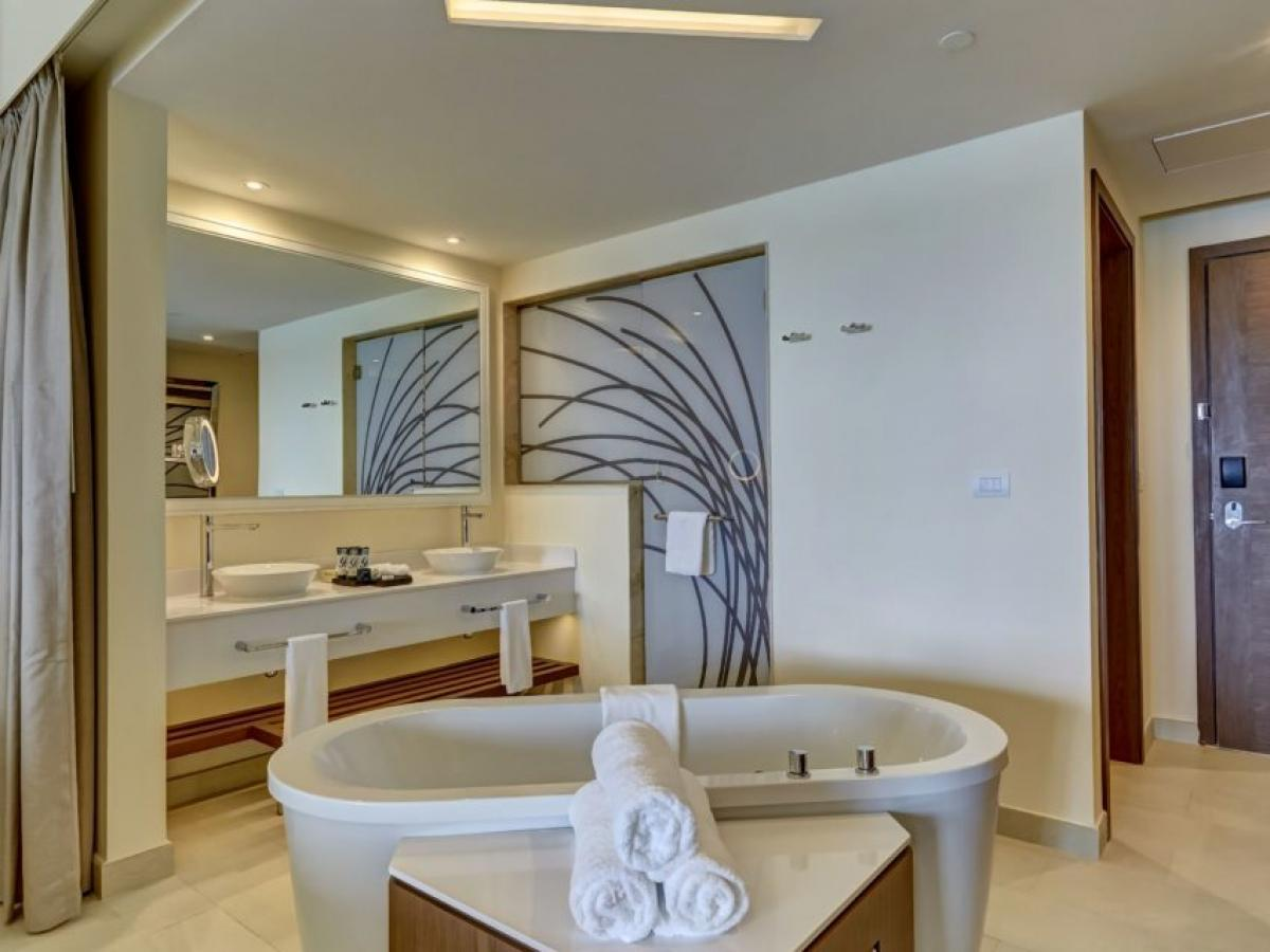 Royalton Negril Resort & Spa Jamaica - Luxury Junior Swim Out Suite