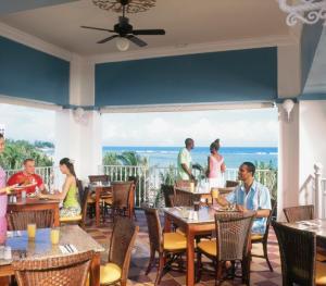 Riu Ocho Rios- Poolside Restaurant
