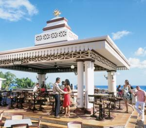 Riu Ocho Rios- Dunns River Bar