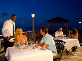 Jewel Dunn's River Beach Resort & Spa Jamaica - Boardwalk Bar