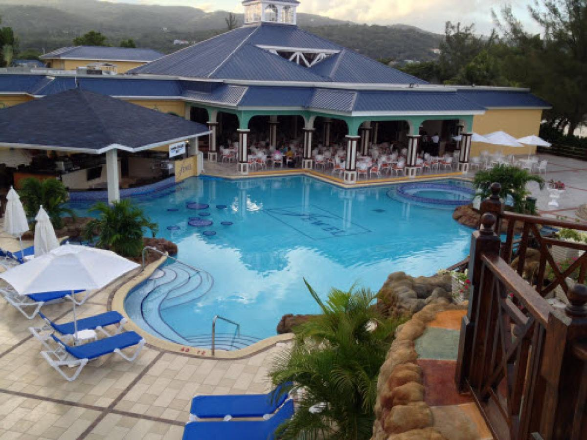 Jewel Dunn's Rivier Beach Resort & Spa - Sunken Treasure Bar