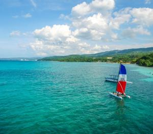 Jewel Dunn's Rivier Beach Resort & Spa - Sailing