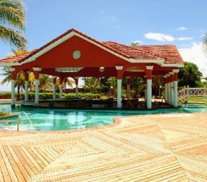 Jewel Dunn's Rivier Beach Resort & Spa - Jaspers Chillin Pool and Piano Bar