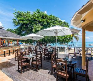 Jewel Dunn's Rivier Beach Resort & Spa - Boardwalk Bar