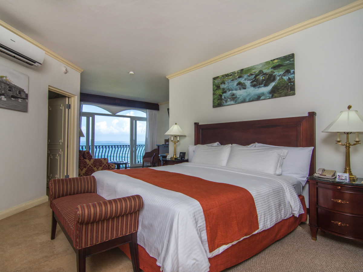 Jewel Paradise Cove Beach Resort - Oceanfront Butler Service Junior Suite