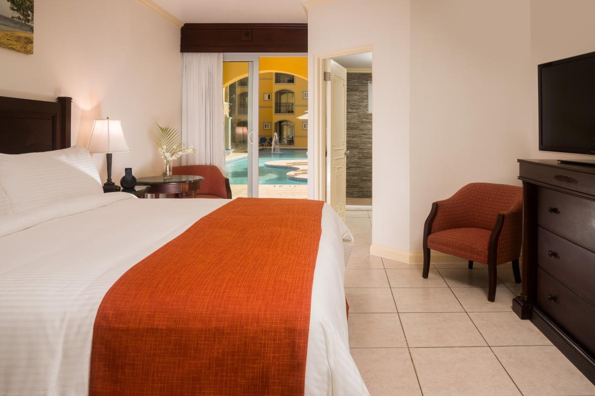 Jewel Paradise Cove Beach Resort & Spa - Pool View Guestroom
