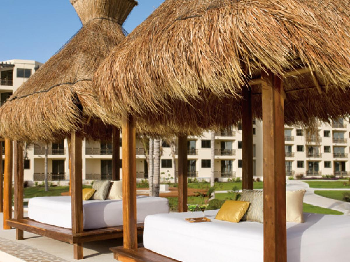 Dreams Riviera Cancun Resort & Spa - Pool Loungers