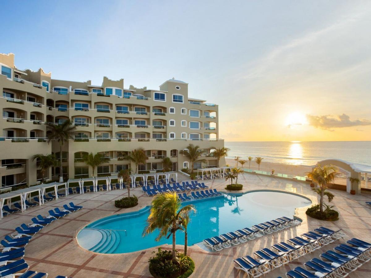 resorts in cancun for young adults