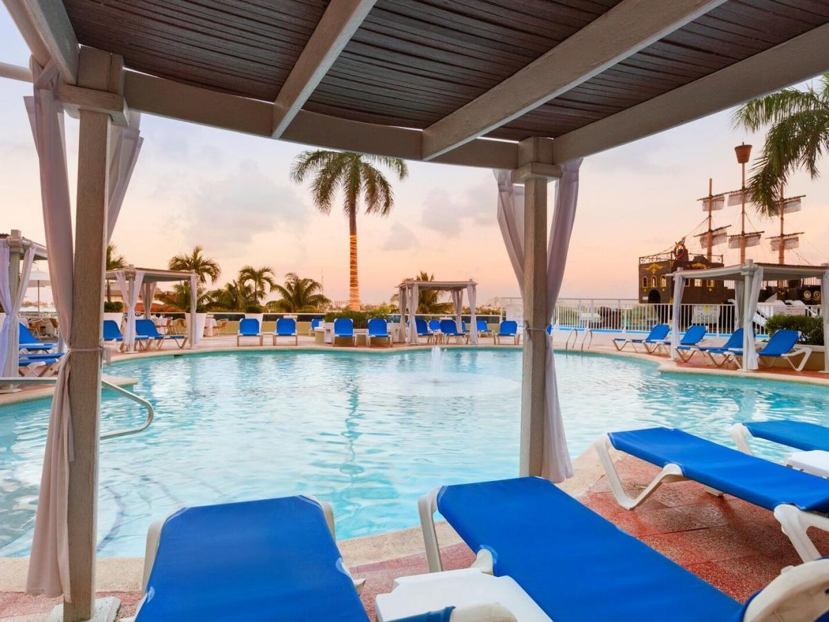Panama jack resort cancun for Swimming pool resort in gensan