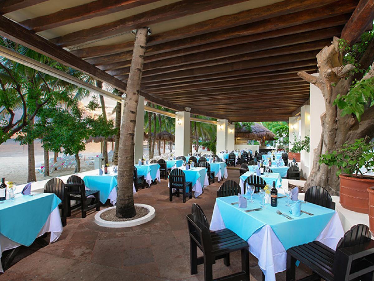 Grand Oasis Palm Cancun Mexico - La Bamba