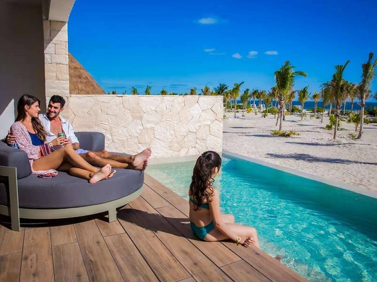 Majestic Junior Suite swipUp piscina majestic resorts