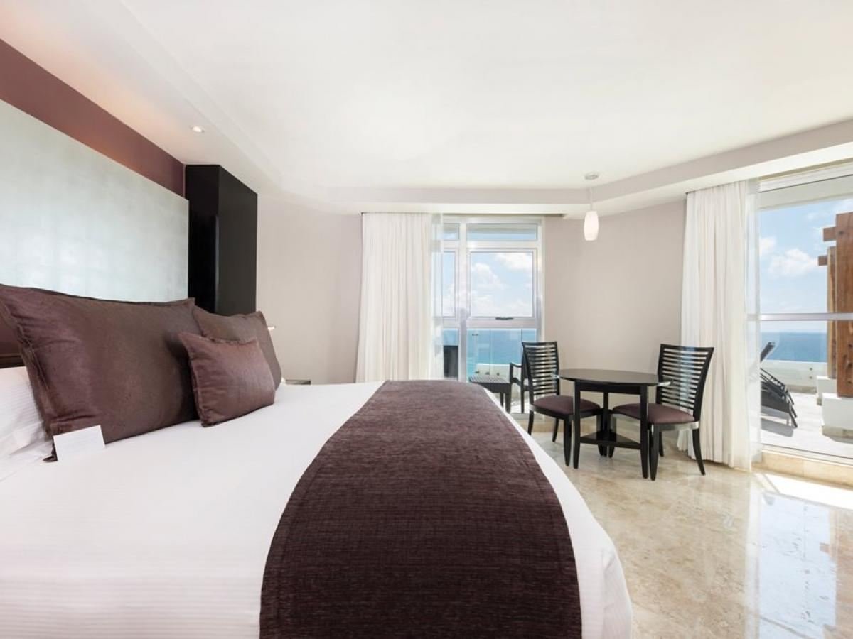 Melody Maker Cancun- Signature Corner Suite Ocean View