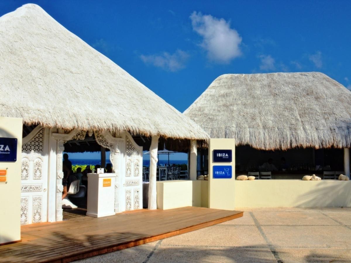 Oasis Cancun Lite Mexico - Ibiza Bar