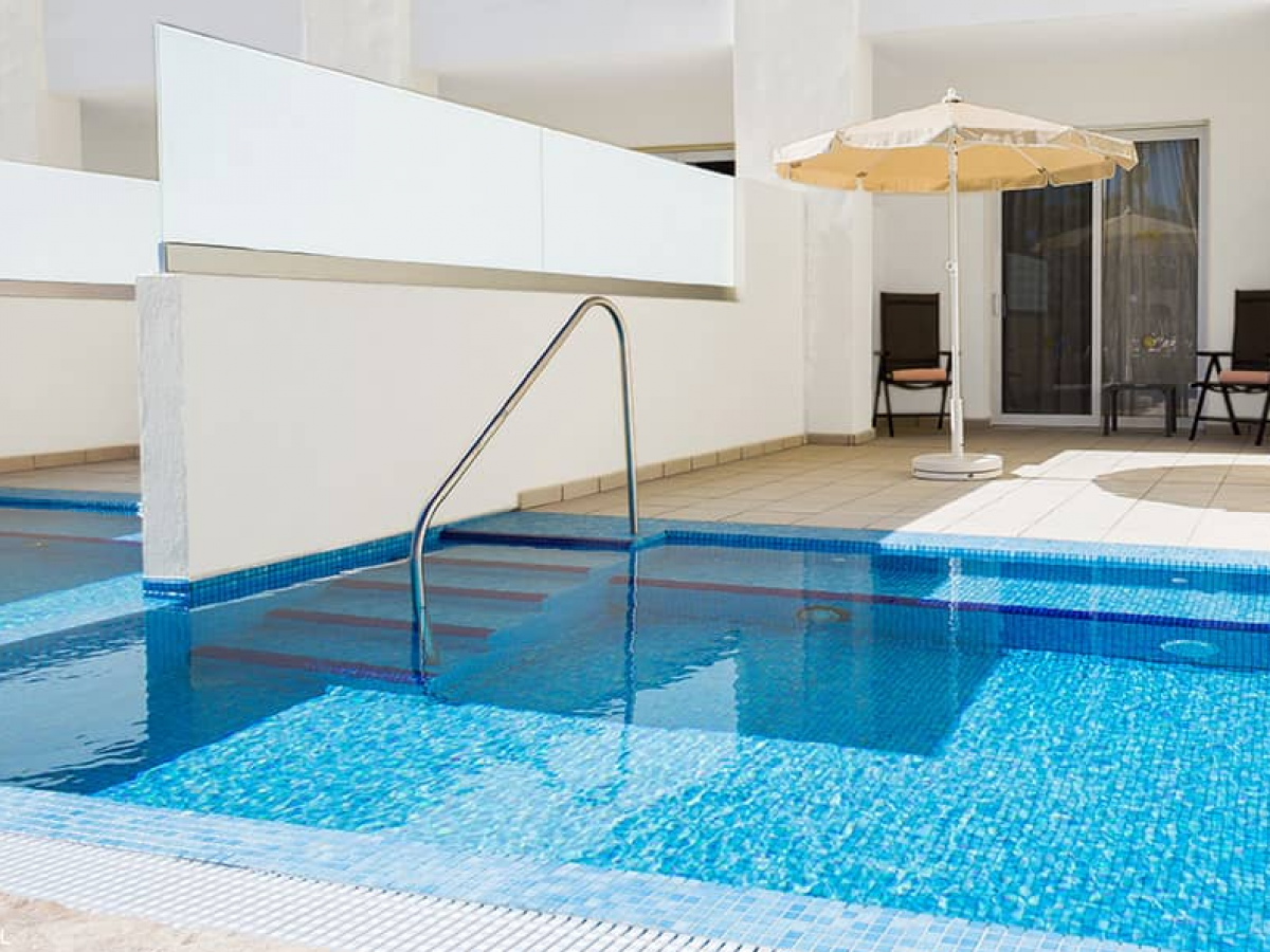 Swim Out Junior Suite Pool