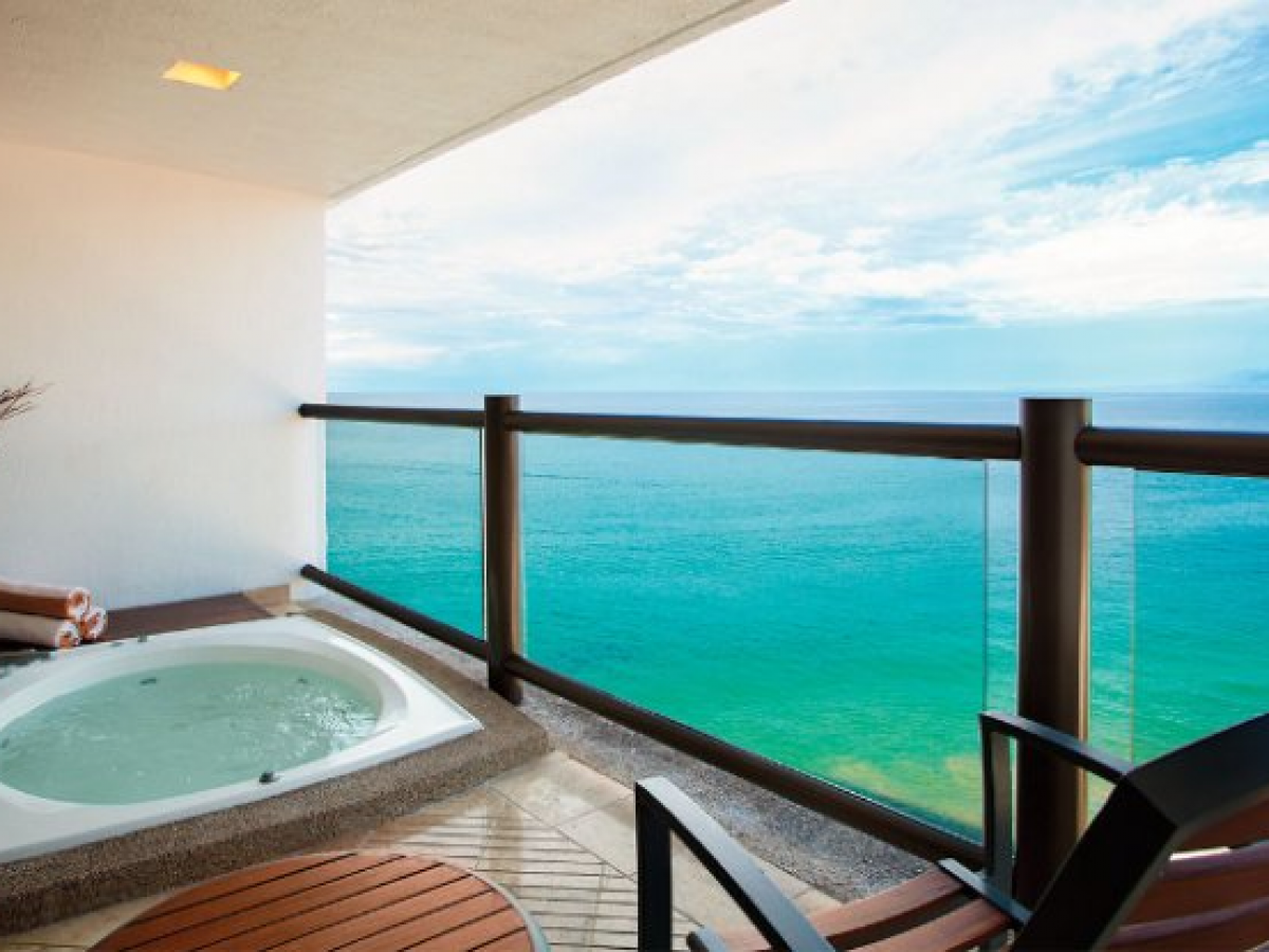 Hyatt Ziva Puerto Vallarta Mexico - Club Ocean Front Hot Tub King