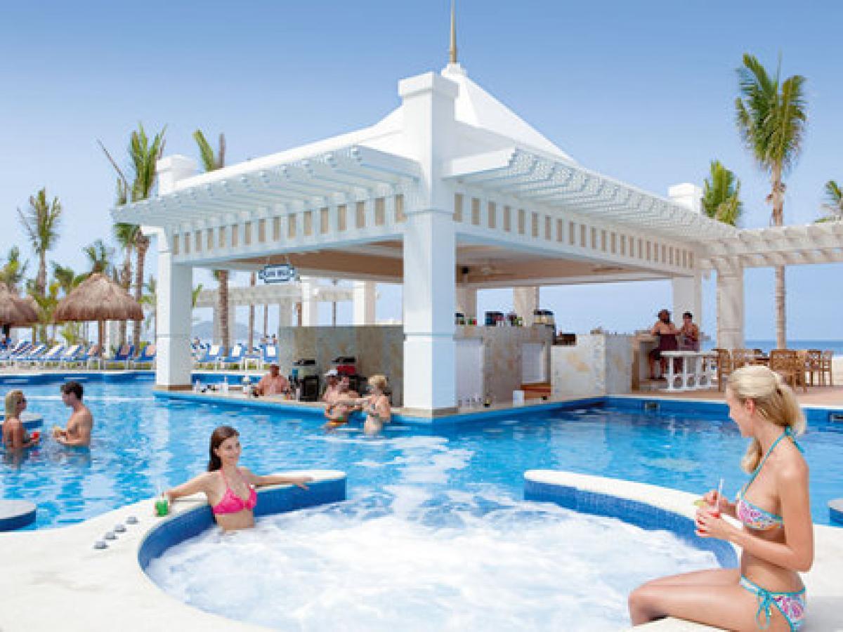 Riu emerald bay for Habitacion familiar hotel riu vallarta