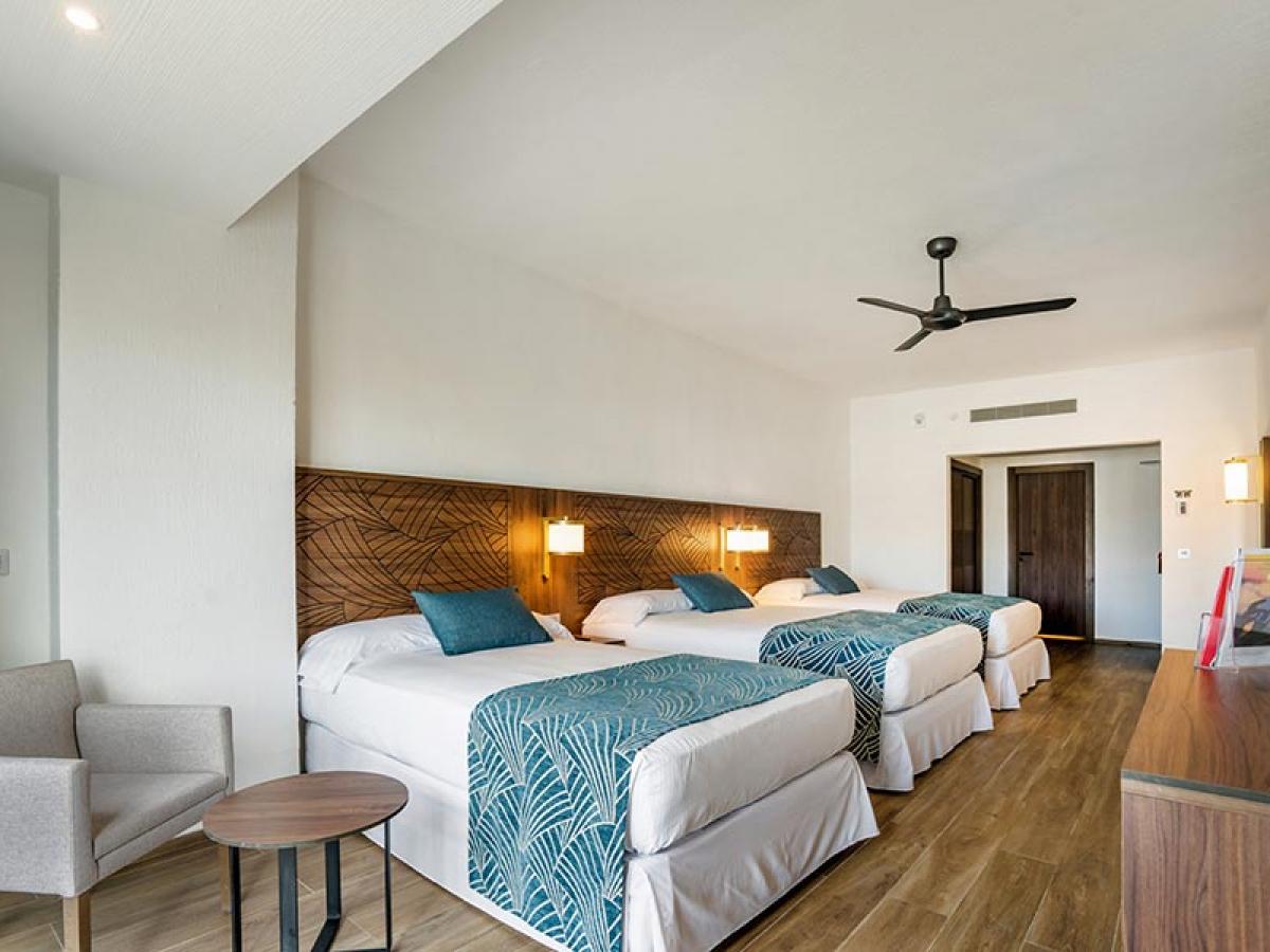 Riu Vallarta family room