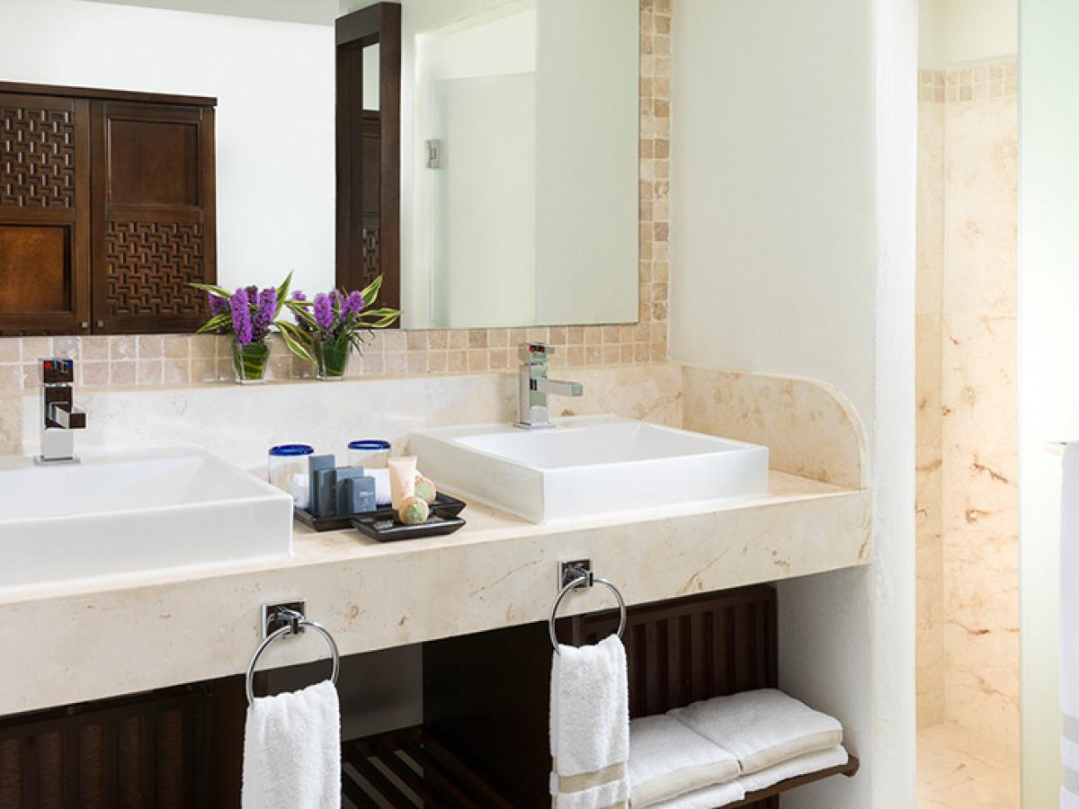 Azul Beach Resort Sensatori Mexico - Premium Jacuzzi Swim Up Suite
