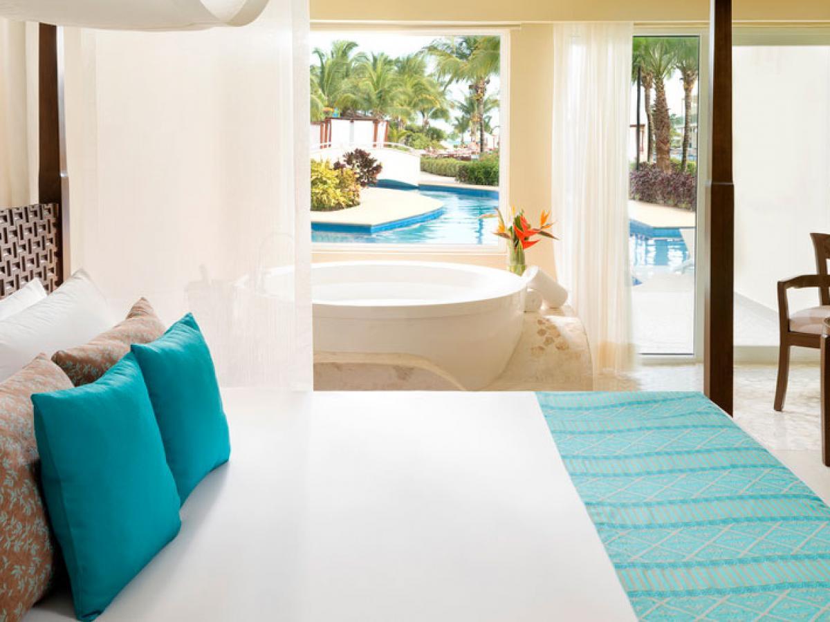 Azul Beach Resort Sensatori Mexico - Jacuzzi Swim Up Jr. Suite