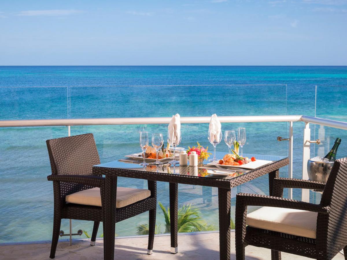 Azul Beach Resort Sensatori Mexico - Honeymoon Ocean Front Jacuzzi Suite
