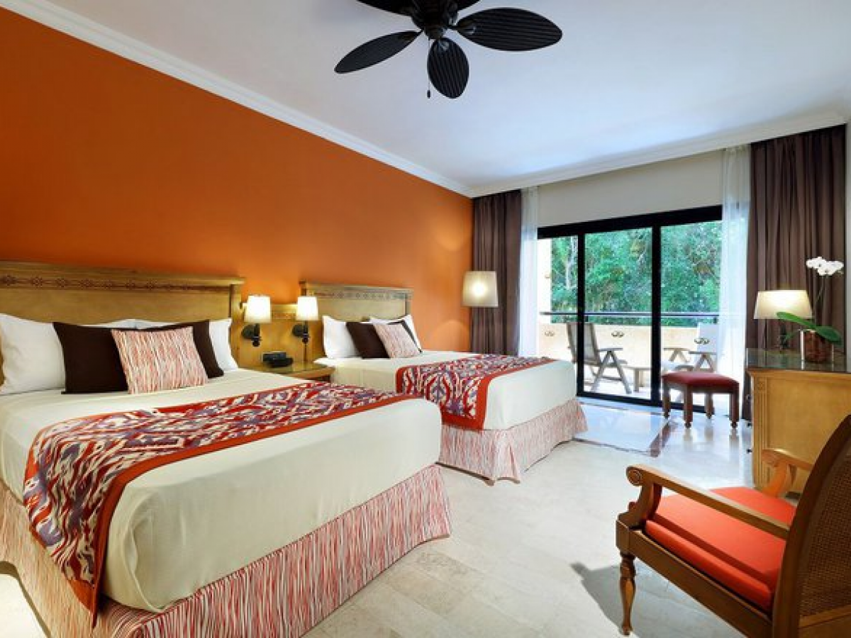 Grand Palladium Colonial Resort and Spa- Deluxe