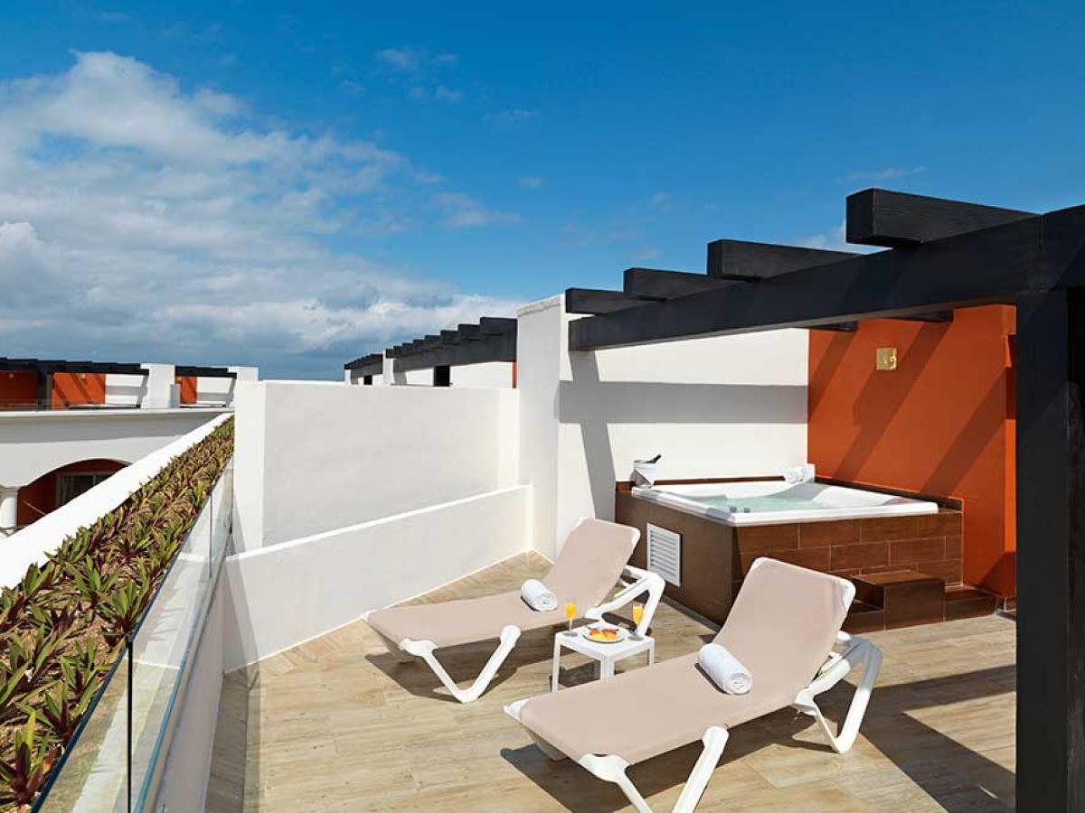 hard rock hotel riviera maya hacienda sky deck patio2