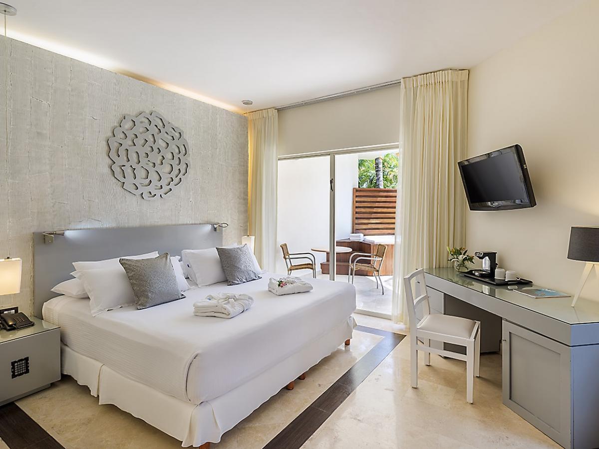 Ocean Maya Royale-  Honeymoon Junior Suite