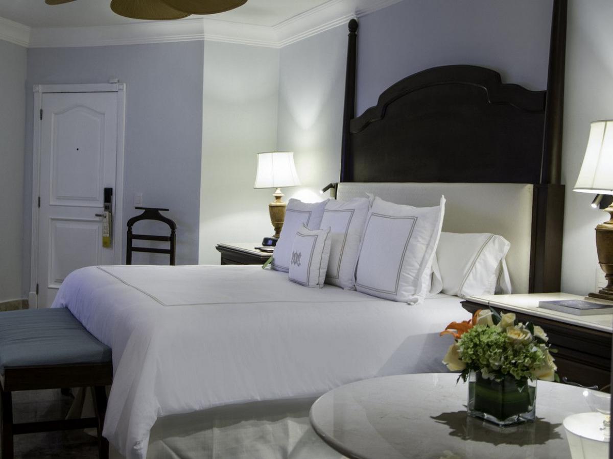 Royal Hideaway Playacar Playa Del Carmen Mexico - Luxury Relax Pool Room