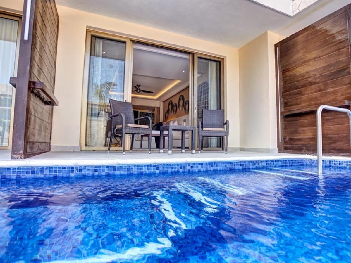 Royalton Riviera Cancun Mexico - Luxury Family Suite Swim Out Di