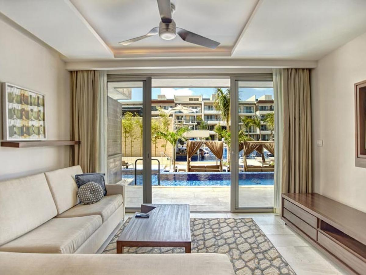 ncun Mexico - Luxury Presidential One Bedroom Suite Swim Out